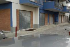 Locale commerciale con ampio piazzale di pertinenza