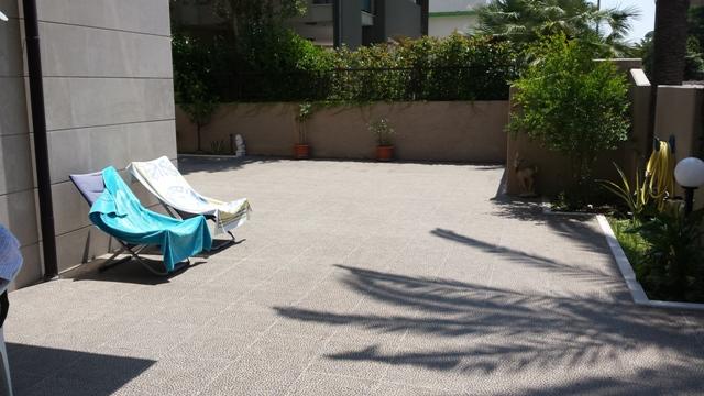 Lato mare – Appartamento di 80 mq al pianterreno + 160 mq di area esterna