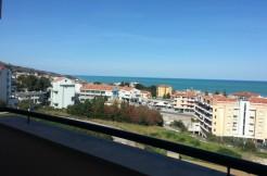Ampio appartamento con favolosa vista mare