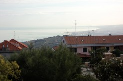 Appartamento di ampia metratura con vista mare