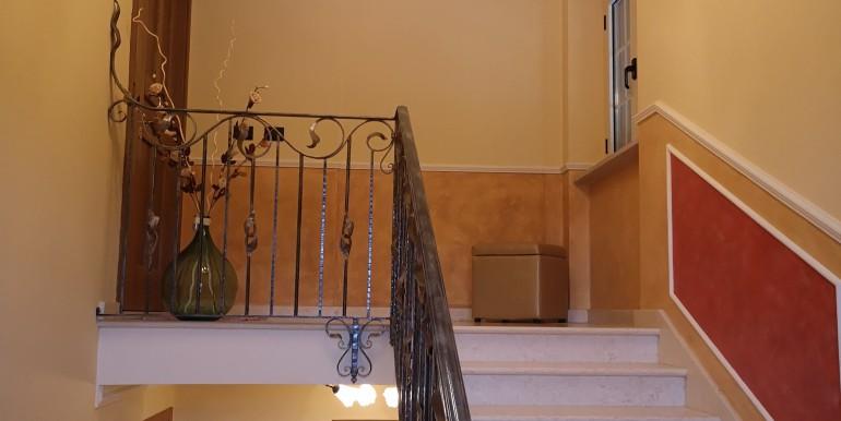 scale ingresso appartamento 1